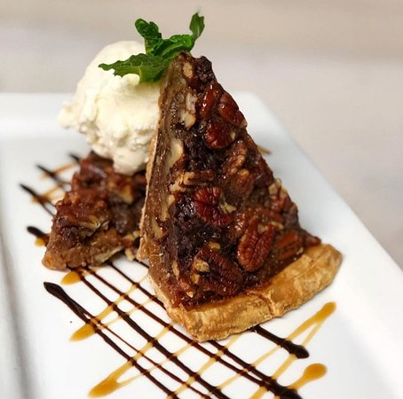 Jack Daniels Chocolate Chip Pecan Pie With Ice Cream
