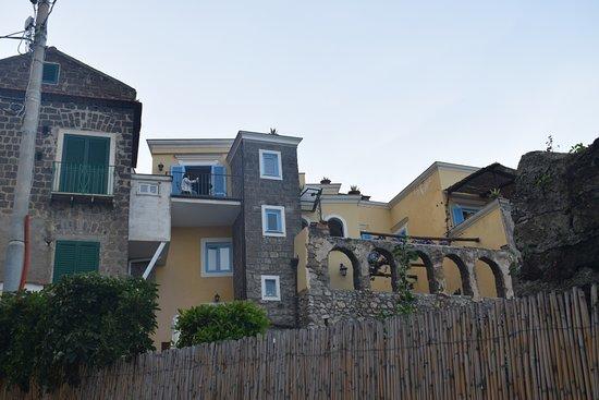 Casale Villarena: Vista desde el camino peatonal!