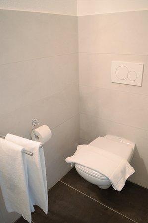 Moderne Badezimmer Incl Dusche Und Wc Bild Von Schwemms