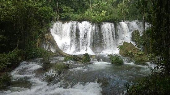 Lacanja, المكسيك: las cascadas dentro de la selva en el recorrido que te dan..