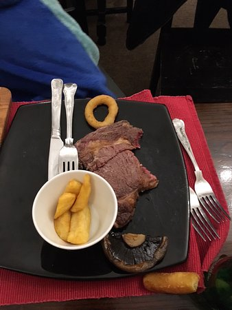 Hawkesbury Upton, UK: That's basically what we got - apart from a couple more chips (it came with just half a mushroom