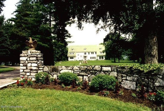 Carrollton, KY: Ideally situated between Cincinnati and Louisville, the Highland House is the ideal getaway.