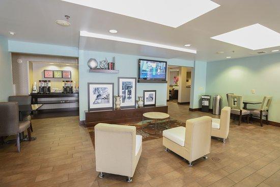 Williamston, Carolina del Norte: Lobby Area with 24 Hour Coffee Station