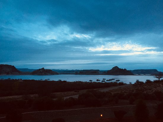 Lake Powell Resort: Sunrise from our room balcony - Room 772
