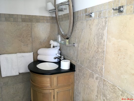 La Maison d'Emilie : Une partie de la salle de bain