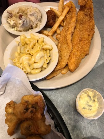 Jasper, Τέξας: Fried Catfish with mac and cheese