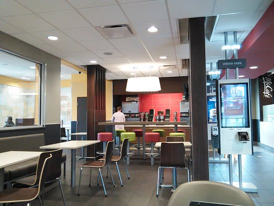 Oneonta, AL: Main dining area feature self ordering system to the right (in photo) and child's play area (lef