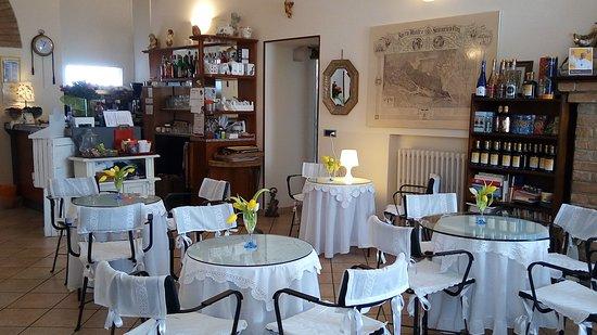 Serralunga di Crea, Италия: Una veduta della sala all'ingresso