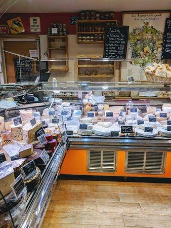 Best cheese shop in montorgueil market