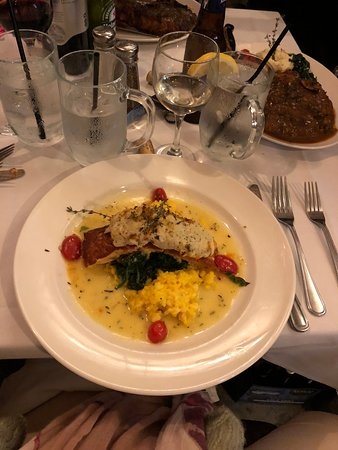 Highlands, Nueva Jersey: Crab-topped Salmon with Crab Risotto