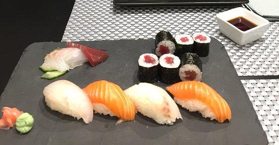 Wakabi Restaurante Japonés Photo