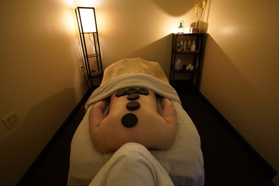 J'L Relax Center: J'L Natural Hot Stone Body Session