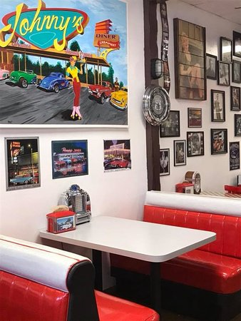 Tracy, CA: Our version of a 1950's Diner...... just love to share some 1950's nostalgia