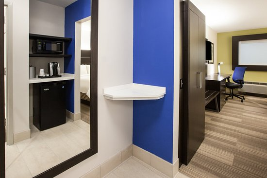guest room amenity picture of holiday inn express. Black Bedroom Furniture Sets. Home Design Ideas