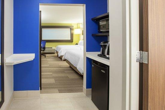 Holiday Inn Express Rochester - Greece: Guest room