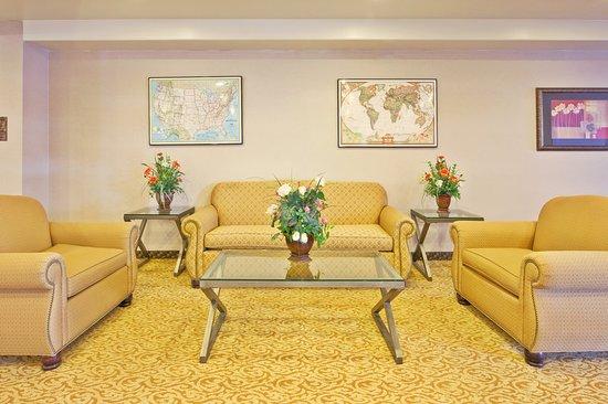 Holiday Inn Express Santa Rosa: Lobby