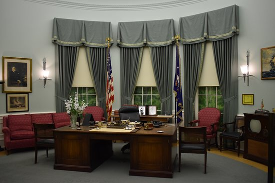 Independence, MO: Oval Office - notice the tv set on the right.