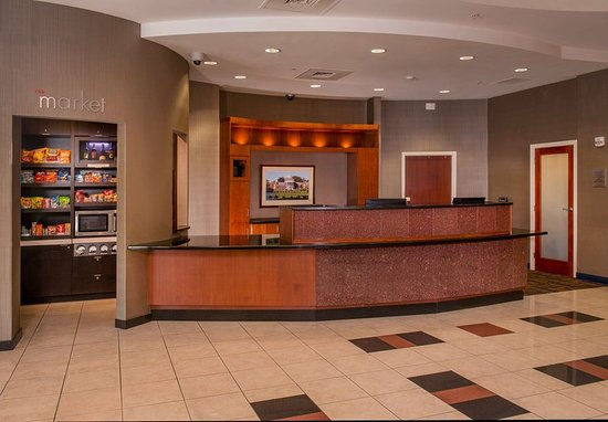 Courtyard by Marriott Newark-University of Delaware: Lobby