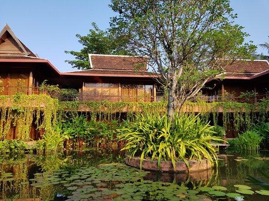 Angkor Village Hotel: 20180422_071710_large.jpg