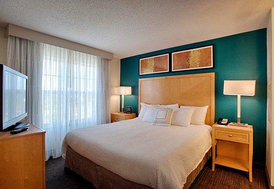 Neptune, NJ: Guest room
