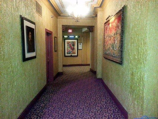 Elmhurst, IL: old school theatre looks and atmosphere