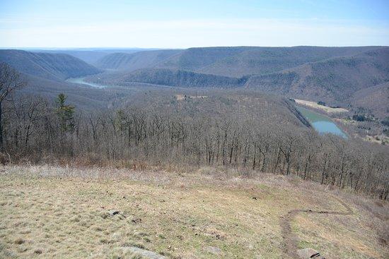 Renovo, Pensilvania: View down river towards Loch Haven, PA