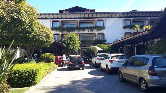 Hotel Serra Azul : Jardim na entrada do hotel