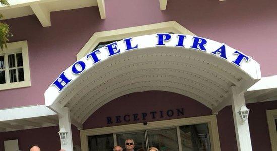 Hotel Pirat: Otel Girişi