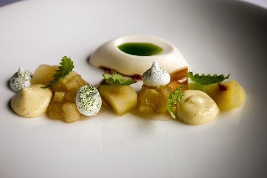 Pollowaari: Apple and lemon balm with ice cream