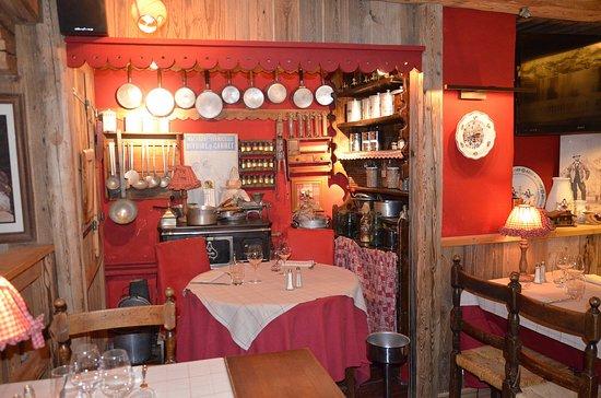 Décor petite cuisine traditionnelle, au premier étage - Picture of ...