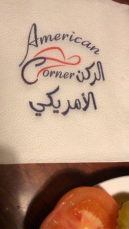 American Corner : الطاولة