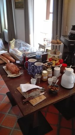 Le Colombier : Petits déjeuner copieux avec des produits régionaux et/ou fait maison.
