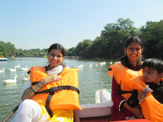 Akluj, الهند: Lot of ducks..nice experience