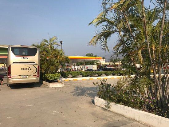 Rio Hondo, Guatemala: Parking lot. Looks like a truck stop.