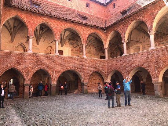 Lidzbark Warminski, Polônia: dziedziniec zamku