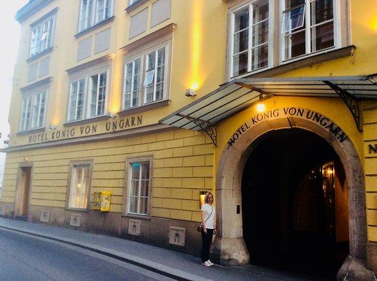 Hotel Konig Von Ungarn: Great location