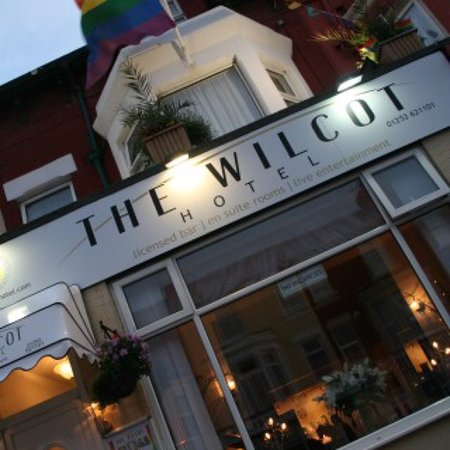 The Wilcot Hotel: Call 07931370383 if you want a fast response for a booking.