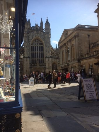 The Cornish Bakery: View from Cornish Bakery of Bath Abbey and Roman Baths Entrance