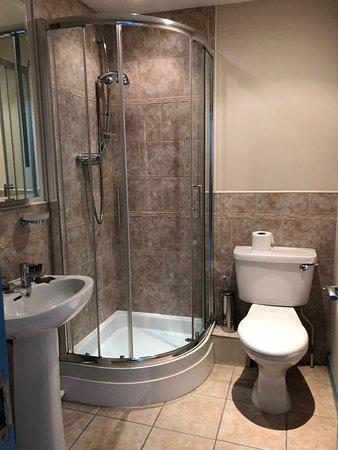 Castle Hotel: Bathroom