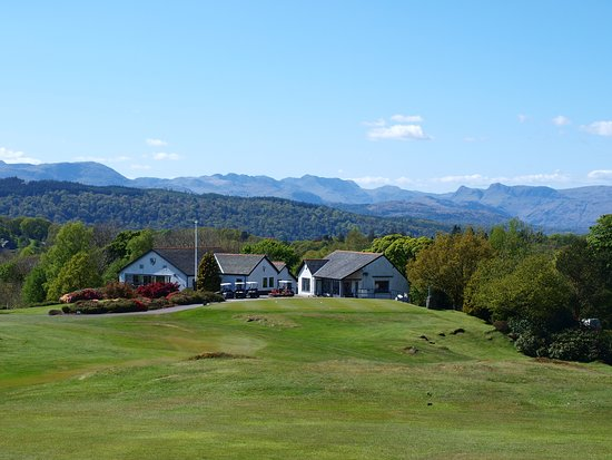 Bowness-on-Windermere, UK: Our Clubhouse and fabulous mountain backdrop