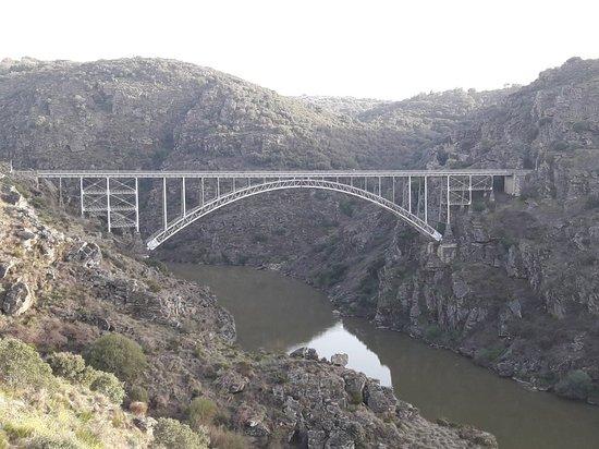 Villadepera, Spanien: Puente de Requejo