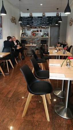 Nice small restaurant with value for set lunch menu