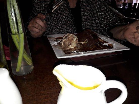 Ярм, UK: SUPER CHOCOLATE CAKE