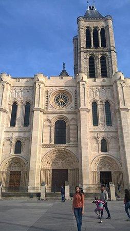 Notre-Dame-de-l'Isle, France: Visita maravilhosa
