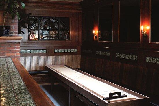 The Pub at Shelburne Hotel: Shuffle Board