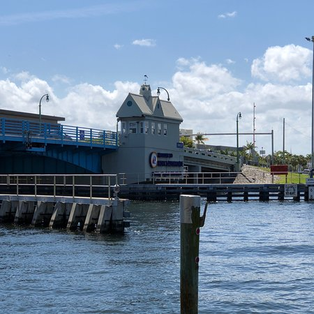 Blue moon fish company lauderdale by the sea restaurant for Blue moon fish company