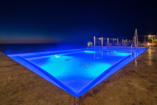 Inn at Nye Beach: Oceanfront Infinity Spa