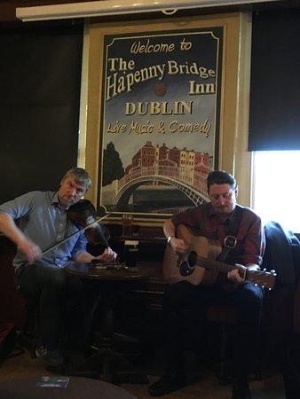 Dublin Traditional Irish Musical Pub Crawl: Larry and Anthony