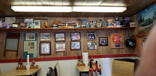 Ole Time Barbecue: Seating & Collectibles