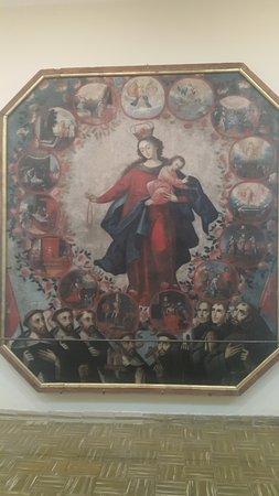 Tarija, โบลิเวีย: Una virgen del Rosario rodeada de santos diminicos y franciscanos.